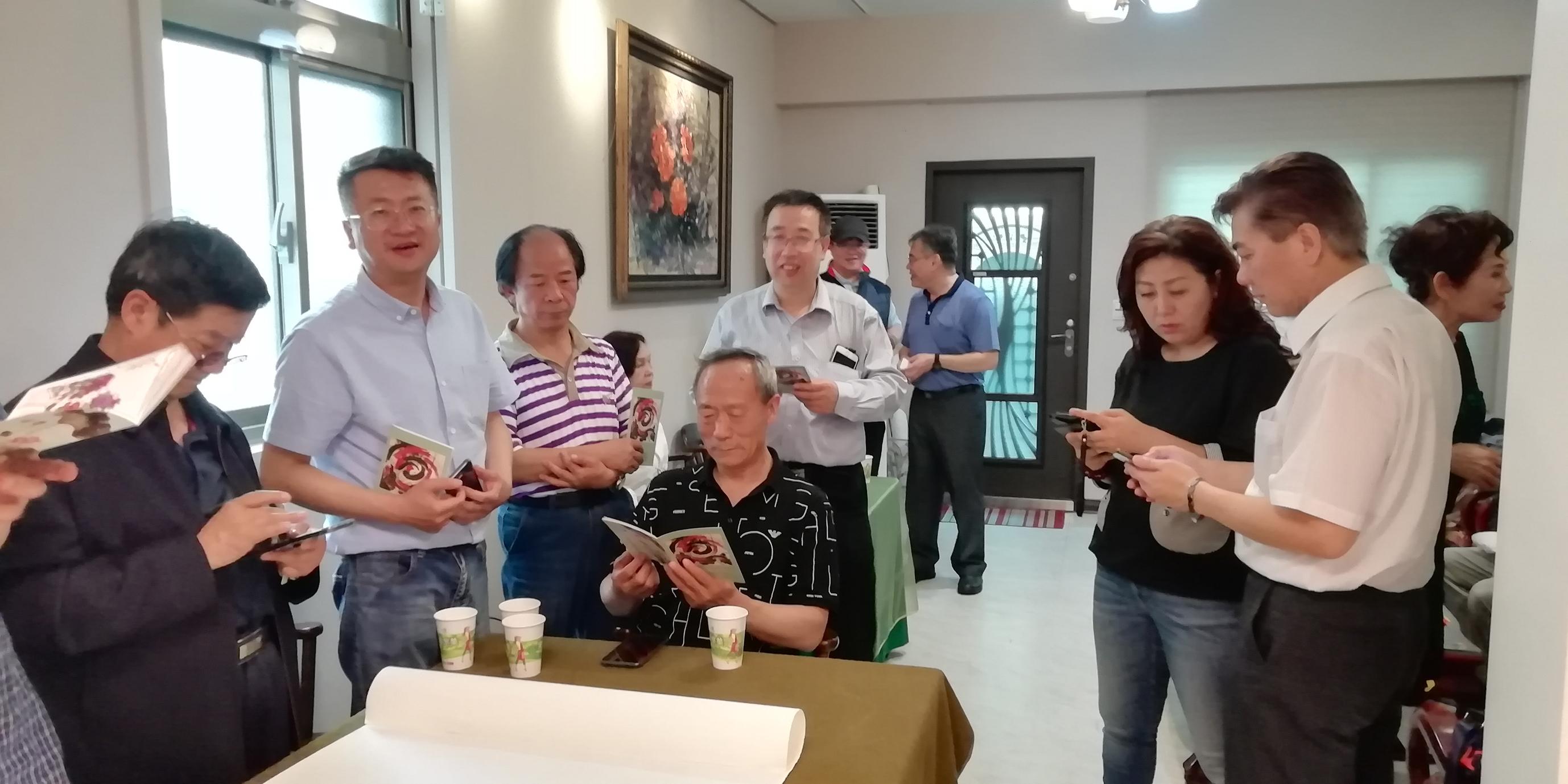 6与台湾美术界人士进行交流.jpg